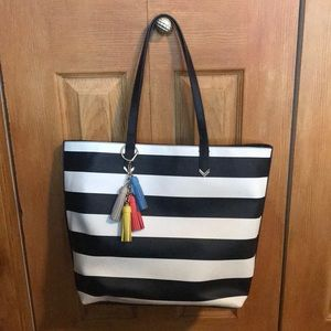 Stella and Dot tote with tassel keychain